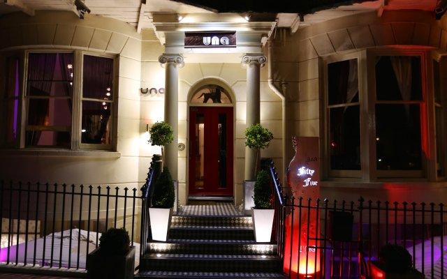 Hotel Una вид на фасад