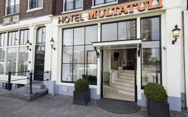 Multatuli Hotel вид на фасад