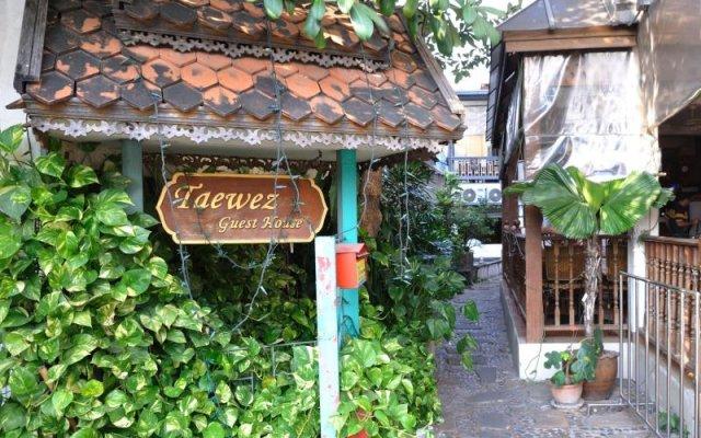 Отель Taewez Guesthouse Бангкок вид на фасад