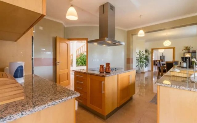 Villa - 5 Bedrooms with Pool - 107747
