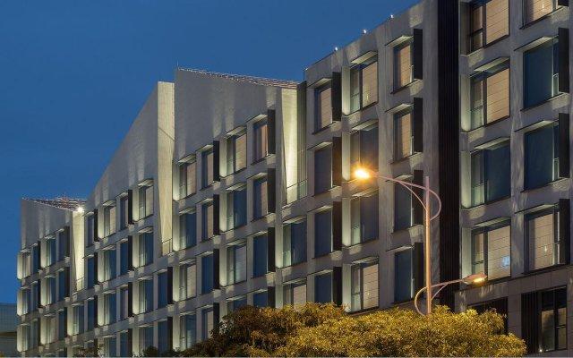 Отель Joyze Hotel Xiamen, Curio Collection by Hilton Китай, Сямынь - отзывы, цены и фото номеров - забронировать отель Joyze Hotel Xiamen, Curio Collection by Hilton онлайн вид на фасад