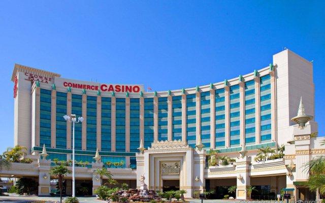 Отель Crowne Plaza Los Angeles-Commerce Casino вид на фасад