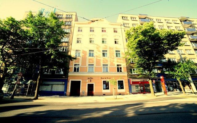 Отель Leon Hotel Чехия, Прага - 2 отзыва об отеле, цены и фото номеров - забронировать отель Leon Hotel онлайн вид на фасад