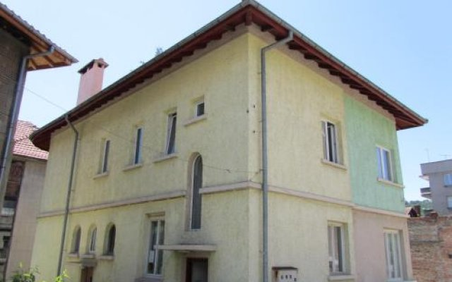 Отель Guest House Dobrudzha Боженци вид на фасад