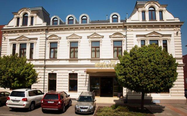 Hotel Lev Ловосице вид на фасад
