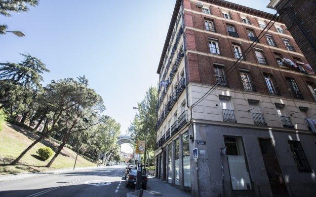 Отель Apartamento Catedral de la Almudena Испания, Мадрид - отзывы, цены и фото номеров - забронировать отель Apartamento Catedral de la Almudena онлайн вид на фасад