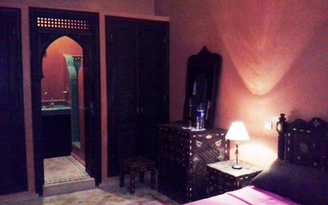 Отель Riad Boutouil вид на фасад