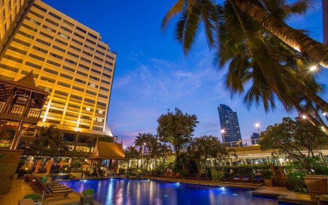 Отель Ramada Plaza by Wyndham Bangkok Menam Riverside вид на фасад