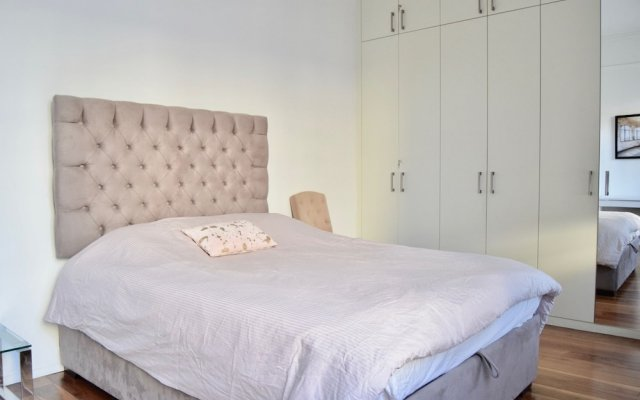 Отель Elegant Luxury Kensington Flat With Terrace комната для гостей