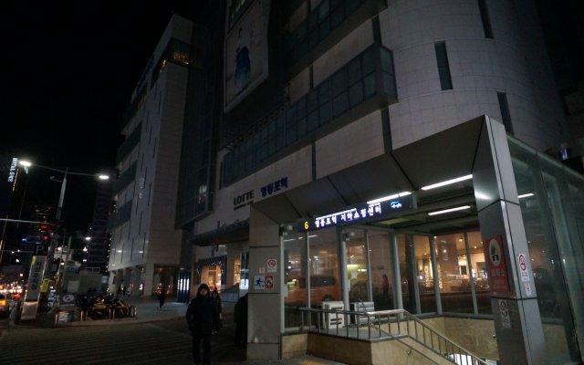 Отель Capsule Majung вид на фасад