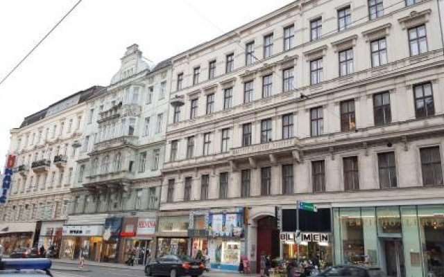 Отель Pension Madara Вена вид на фасад