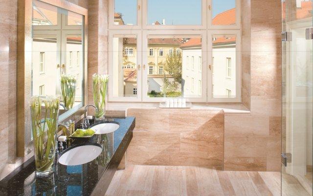Отель Mandarin Oriental, Prague Чехия, Прага - отзывы, цены и фото номеров - забронировать отель Mandarin Oriental, Prague онлайн вид на фасад