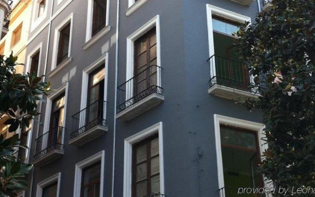 Отель Nest Style Granada вид на фасад