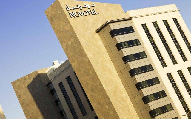 Отель Novotel Dubai Deira City Centre вид на фасад