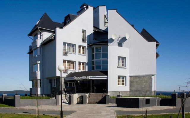 Гостиница Онежский Замок в Петрозаводске - забронировать гостиницу Онежский Замок, цены и фото номеров Петрозаводск вид на фасад