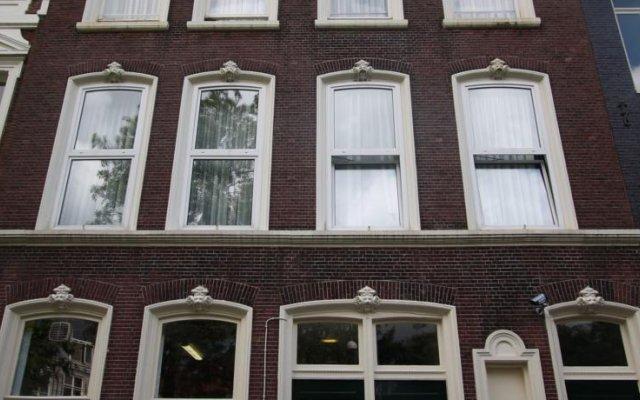 Отель Budget Hotel Hortus Нидерланды, Амстердам - 1 отзыв об отеле, цены и фото номеров - забронировать отель Budget Hotel Hortus онлайн вид на фасад
