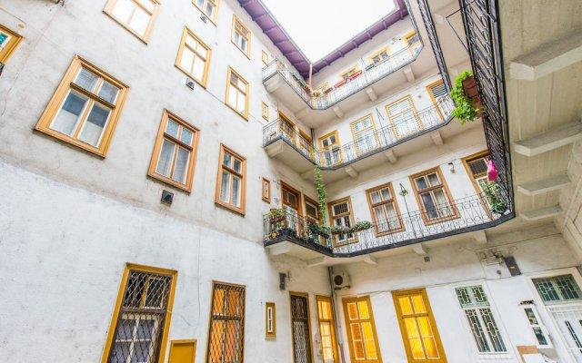 Отель happy home Budapest JOY Будапешт вид на фасад