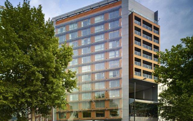 Отель Park Plaza Riverbank London вид на фасад