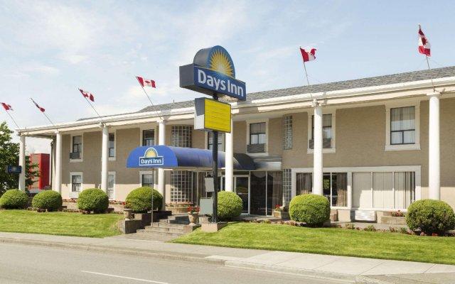 Отель Days Inn - Vancouver Metro Канада, Ванкувер - отзывы, цены и фото номеров - забронировать отель Days Inn - Vancouver Metro онлайн вид на фасад
