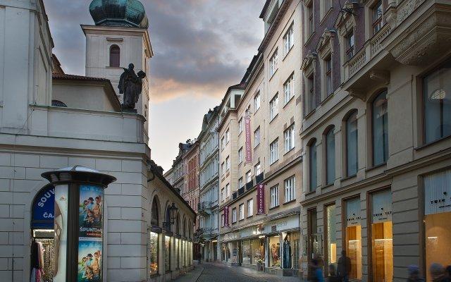 Отель Leon D´Oro Чехия, Прага - - забронировать отель Leon D´Oro, цены и фото номеров вид на фасад