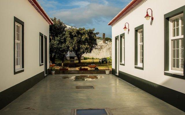 Отель CC Guest House - Ao Mercado Португалия, Понта-Делгада - отзывы, цены и фото номеров - забронировать отель CC Guest House - Ao Mercado онлайн вид на фасад
