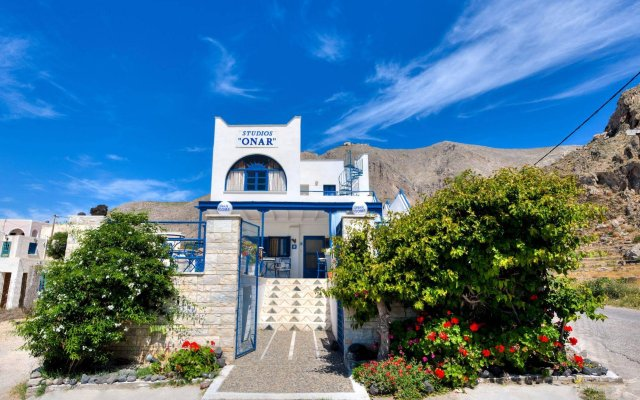 Отель Onar Rooms & Studios Греция, Остров Санторини - отзывы, цены и фото номеров - забронировать отель Onar Rooms & Studios онлайн вид на фасад