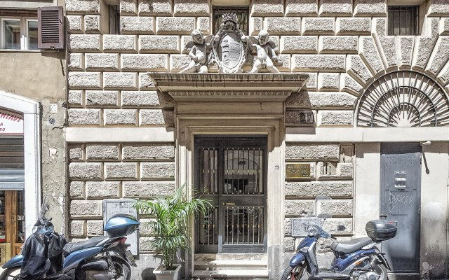 Отель Little Queen Relais Рим вид на фасад