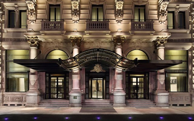 Excelsior Hotel Gallia, a Luxury Collection Hotel, Milan вид на фасад