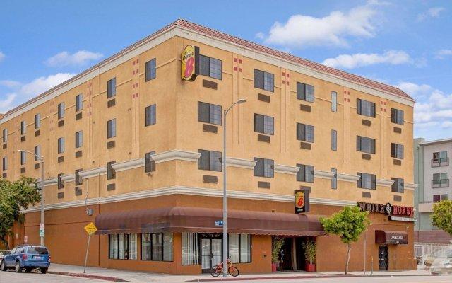 Отель Super 8 by Wyndham Hollywood/LA Area США, Лос-Анджелес - отзывы, цены и фото номеров - забронировать отель Super 8 by Wyndham Hollywood/LA Area онлайн вид на фасад