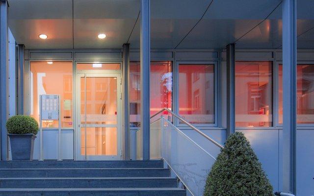 Отель The Doorman Die Welle Frankfurt Германия, Франкфурт-на-Майне - отзывы, цены и фото номеров - забронировать отель The Doorman Die Welle Frankfurt онлайн вид на фасад