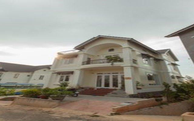 Отель Da Quy Villa Далат вид на фасад