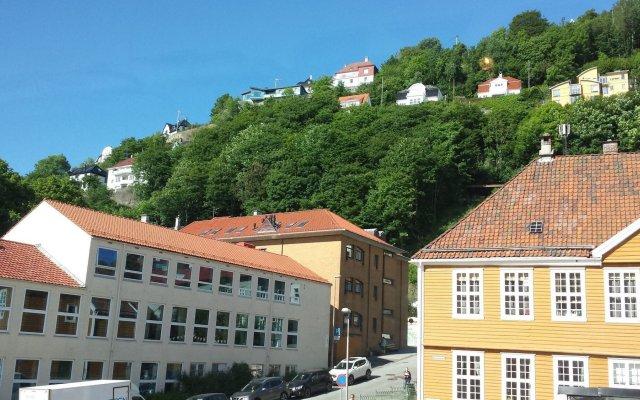 Отель Bergen Budget Hostel Норвегия, Берген - отзывы, цены и фото номеров - забронировать отель Bergen Budget Hostel онлайн вид на фасад