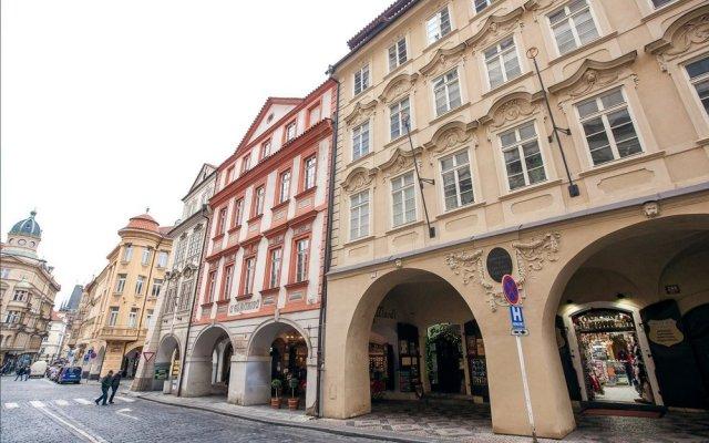 Отель St. Nicholas Church - 2 Br Apts вид на фасад