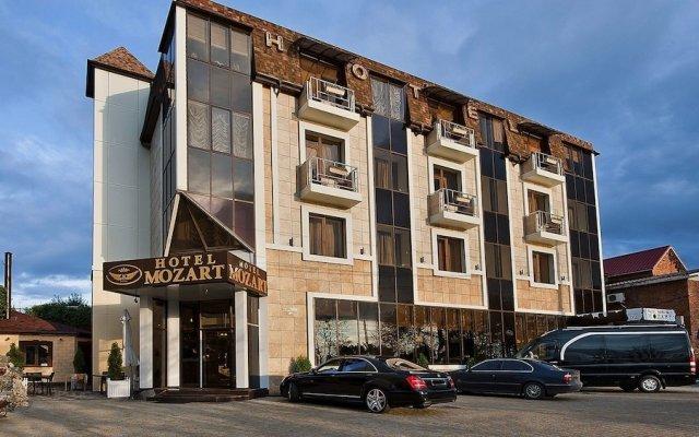 Гостиница Моцарт в Краснодаре 5 отзывов об отеле, цены и фото номеров - забронировать гостиницу Моцарт онлайн Краснодар вид на фасад