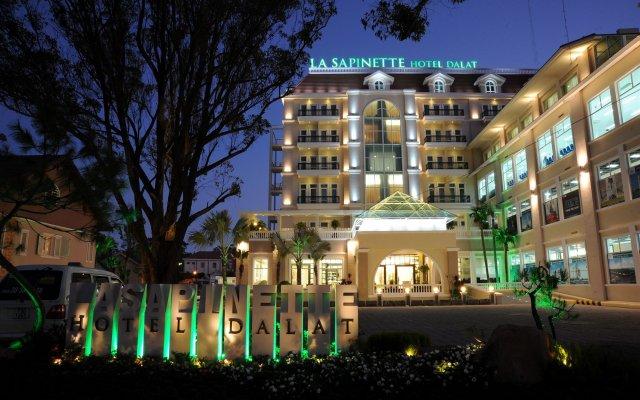 Отель La Sapinette Hotel Вьетнам, Далат - отзывы, цены и фото номеров - забронировать отель La Sapinette Hotel онлайн вид на фасад