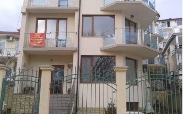 Апартаменты Izgrev Apartments Балчик вид на фасад