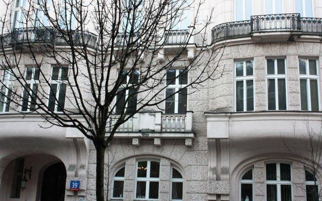 Отель P&O Apartments Hoza Studio Польша, Варшава - отзывы, цены и фото номеров - забронировать отель P&O Apartments Hoza Studio онлайн вид на фасад