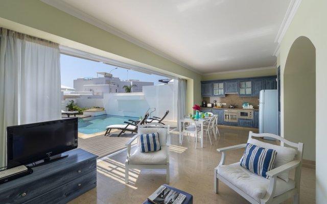 Отель Protaras Villa Paros комната для гостей