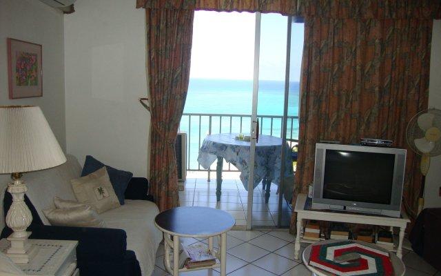 Отель Ocean Suite Beach Front at Mobay Club комната для гостей