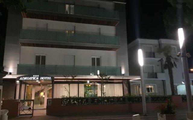 Отель Adriatica Италия, Риччоне - отзывы, цены и фото номеров - забронировать отель Adriatica онлайн вид на фасад