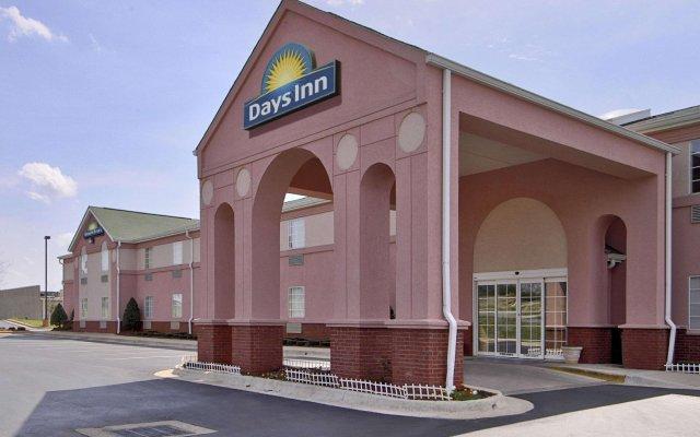 Отель Days Inn & Suites by Wyndham Huntsville США, Хантсвил - отзывы, цены и фото номеров - забронировать отель Days Inn & Suites by Wyndham Huntsville онлайн вид на фасад