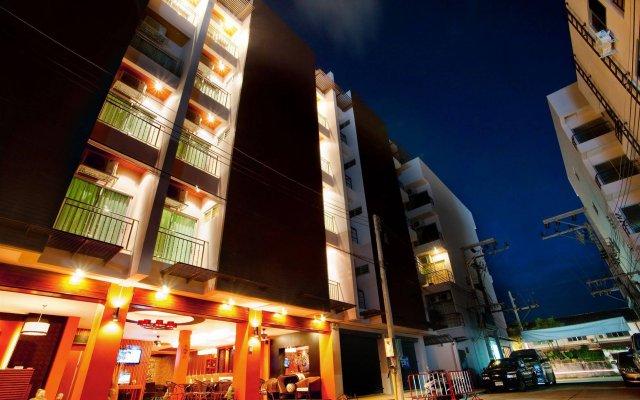 Отель Deva Suites Patong вид на фасад