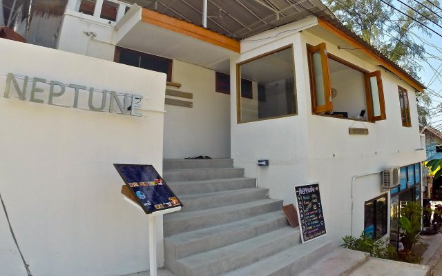 Neptune Hostel вид на фасад