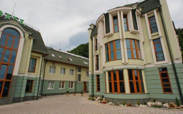 Карпаты Отель вид на фасад