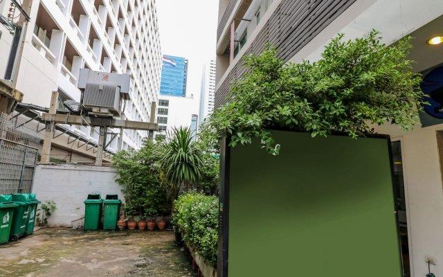 Отель Nida Rooms Saladaeng 130 Silom Walk Бангкок вид на фасад