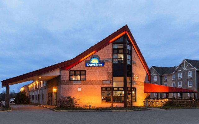 Отель Days Inn by Wyndham Trois-Rivieres вид на фасад