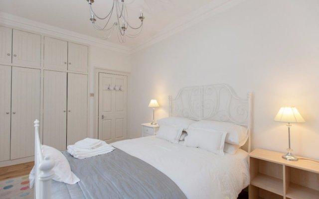 Отель Central Cosy Home for 6 in Edinburgh Великобритания, Эдинбург - отзывы, цены и фото номеров - забронировать отель Central Cosy Home for 6 in Edinburgh онлайн вид на фасад