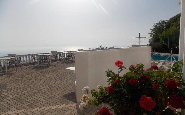 Отель Paradise Lukova Hotel Албания, Химара - отзывы, цены и фото номеров - забронировать отель Paradise Lukova Hotel онлайн приотельная территория