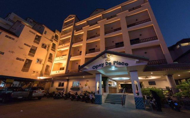 Отель Opey De Place вид на фасад