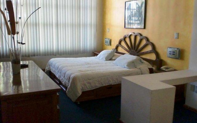 Отель Suites Diez- Eugenio Sue Мехико комната для гостей